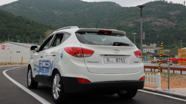 The Hyundai ix35 powered by a hydrogen fuel-cell is put through its paces at the Yeosu World Expo 2012. The company plans to make 1,000 fuel cell cars by 2015.